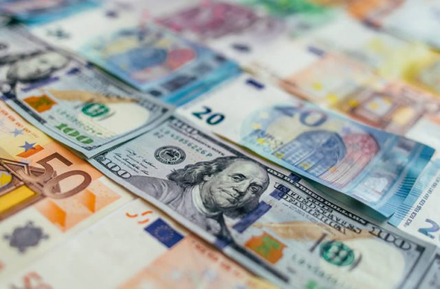 Euro To Us Dollar Eur Usd Exchange Rate Dips On Italian Budget Issues